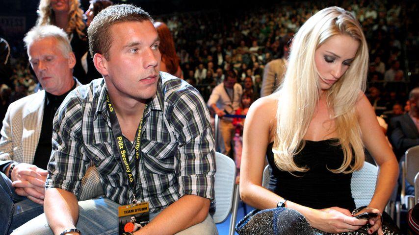 Lukas und Monika Podolski bei einem Boxkampf 2010 in Köln