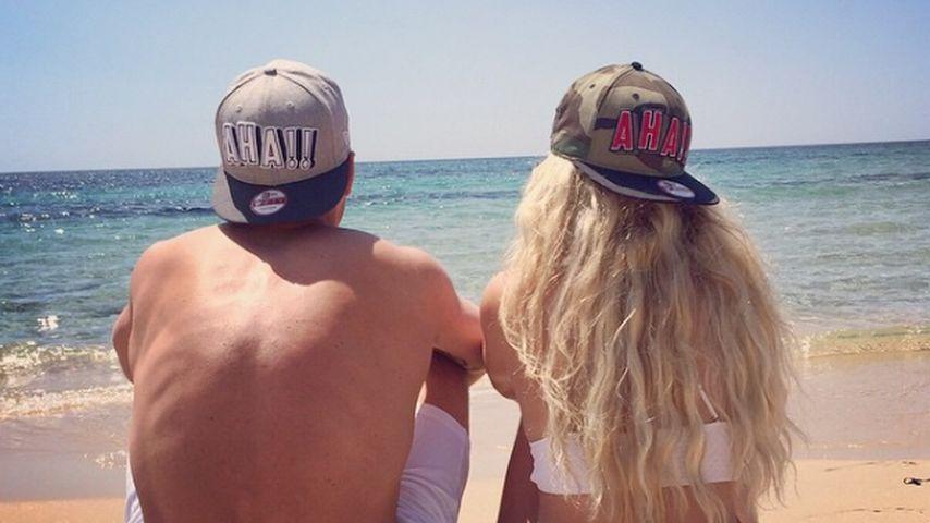 Lukas und Monika Podolski am Strand