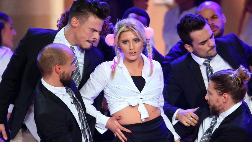 """Luna Schweiger als Britney Spears in einer Szene von """"Dance Dance Dance"""""""