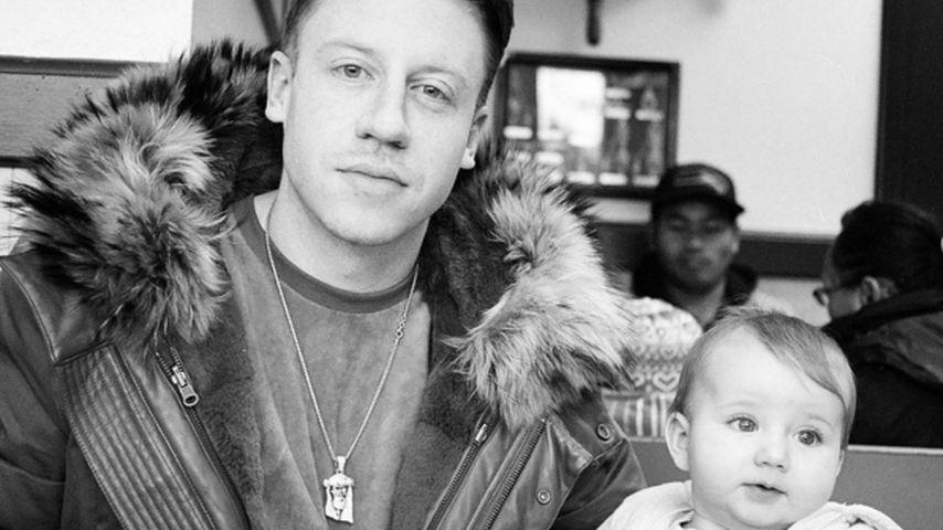 Daddy Cool: Hier posiert Macklemore mit seinem süßen Baby