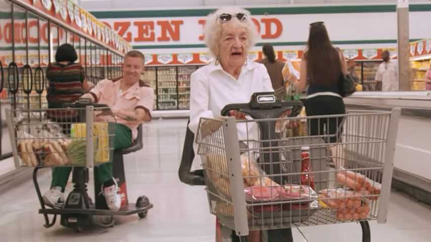 Große Liebe: Macklemore überrascht seine Oma zum 100. B-Day