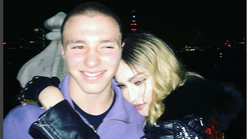 Wegen Sauf-Party? Madonna nimmt Sohn Rocco mit nach Afrika