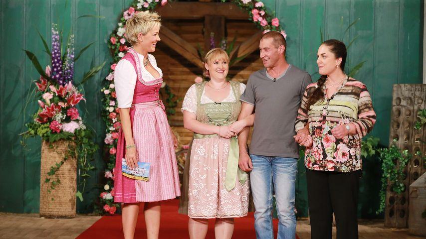 """Inka Bause mit den """"Bauer sucht Frau""""-Kandidaten Manfred, Katja und Helena"""