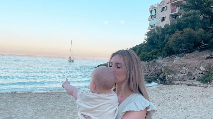 Maren Wolf mit ihrem Sohn Lyan auf Mallorca