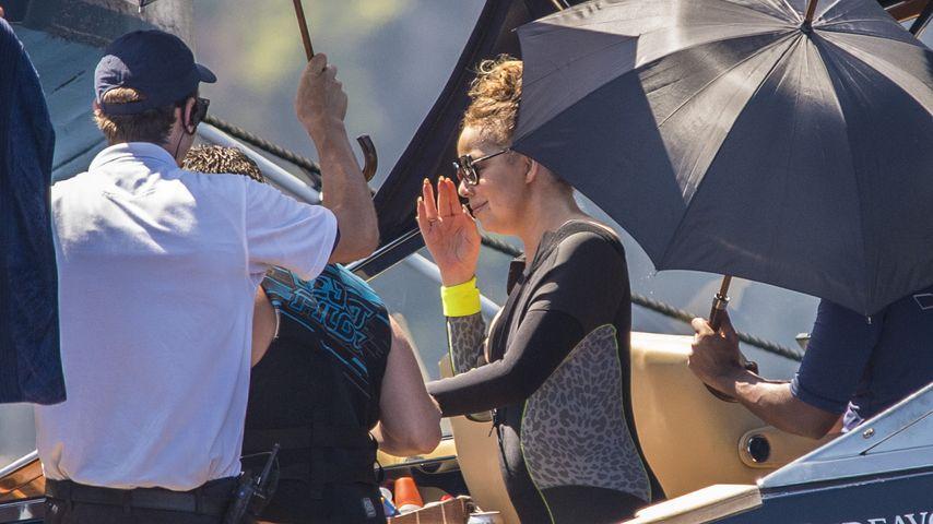 Mariah Carey mit ihren persönlichen Schirmträgern