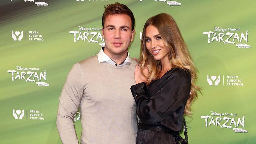 Mario Götze und Ann-Kathrin Brömmel  bei der Tarzan-Premiere in Oberhausen