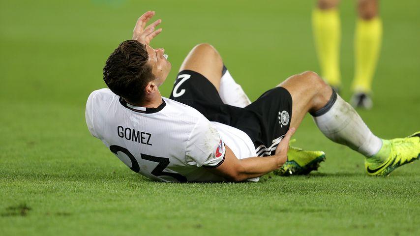 Mario Gomez verletzt sich beim Spiel Deutschland gegen Italien bei der Fussball-EM in Bordeaux