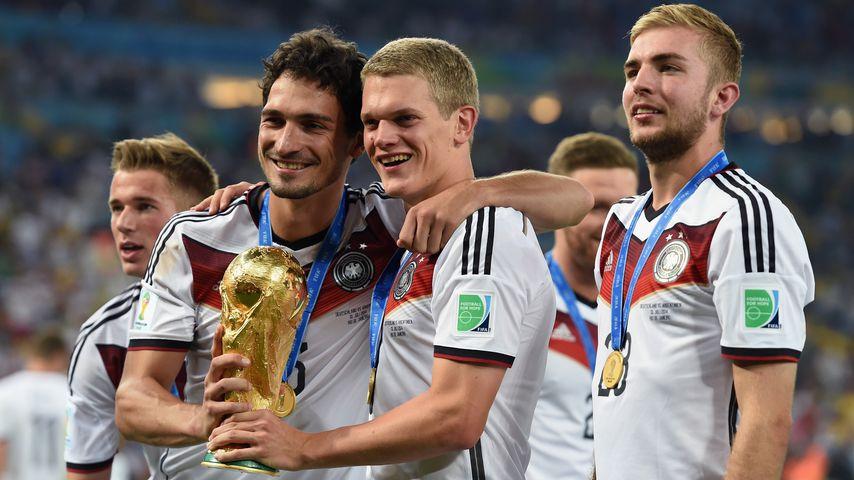 Mats Hummels, Matthias Ginter und Christoph Kramer nach dem WM-Sieg 2014
