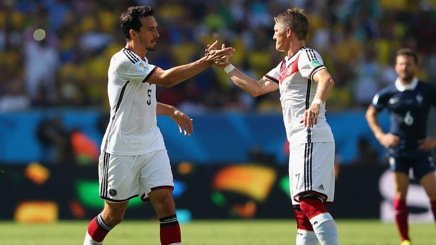 Mats Hummels und Bastian Schweinsteiger bei der Fußballweltmeisterschaft in Brasilien 2014