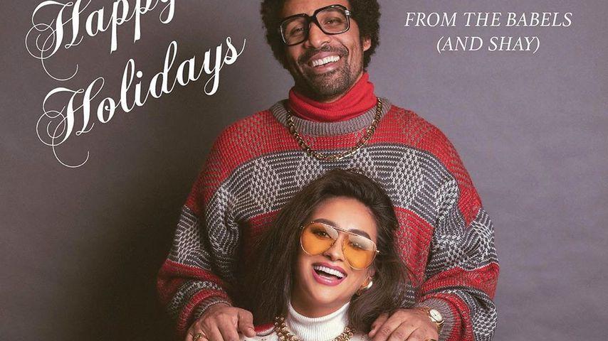 Mit Atlas und Matte: Shay Mitchells 80er-Weihnachtskarte!