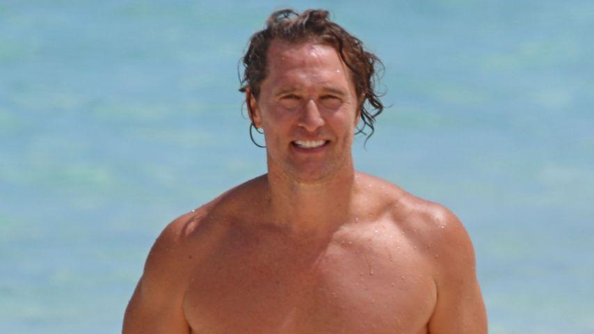 Mit 50: Matthew McConaughey zeigt trainierte Bauchmuskeln