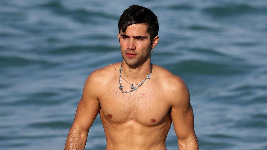 Sexy on the Beach: Demi Lovatos Ex Max zeigt seine Muskeln