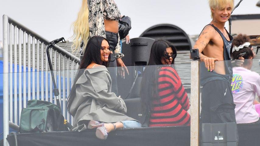 Megan Fox und Kourtney Kardashian beim Dachterrassen Auftritt von Machine Gun Kelly im Juni 2021