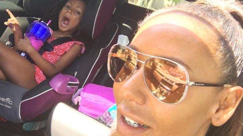 Mel B. (r.) mit Tochter Madison im Auto