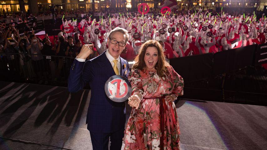 Melissa McCarthy mit Regisseur Paul Feig beim Ghostbusters-Guinness-Weltrekord-Event in Singapur