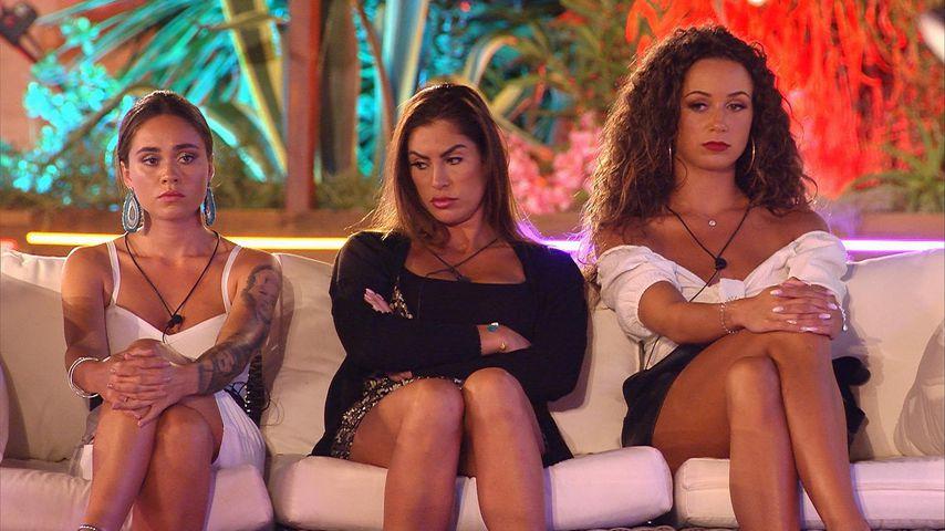Melissa, Ricarda und Samira bei der Entscheidung von Tag 15