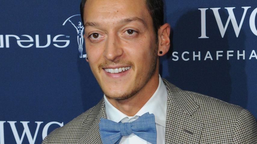 Mesut Özil ganz aufgeregt: Er erhält Ehrenpreis