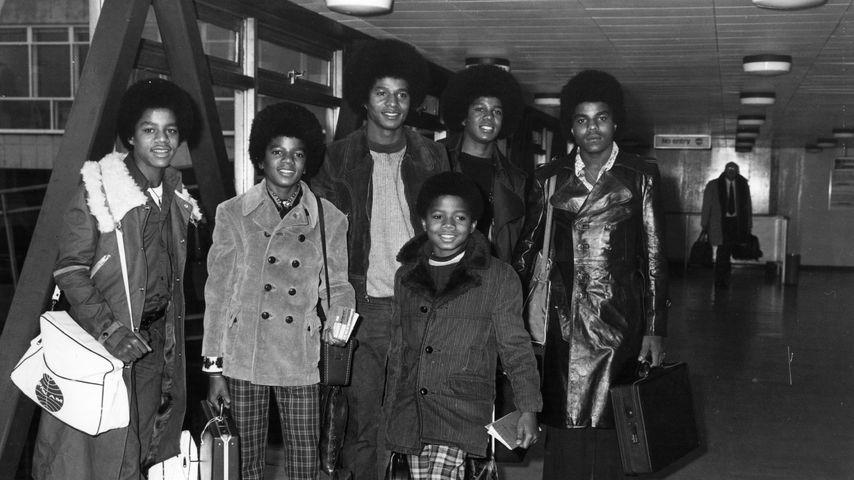 Michael Jackson mit seinen Brüdern Jackie, Tito, Marlon und Jermaine