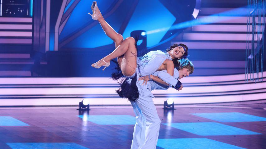 """Mickie Krause und Malika Dzumaev bei """"Let's Dance"""" 2021"""