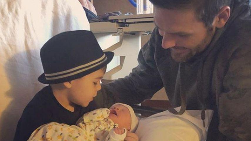 Mike Fisher mit seinen beiden Söhnen Isaiah Michael und Jacob Bryan