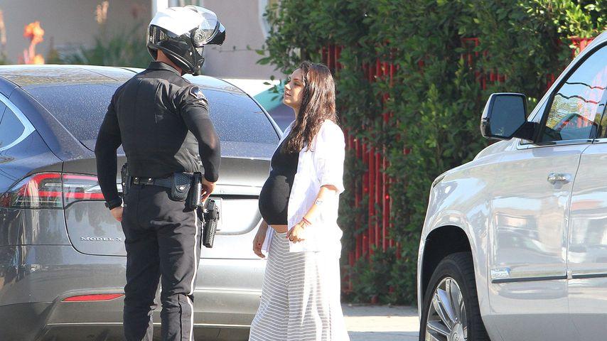 Was für eine Kugel! Wurde Mila Kunis von Polizei angehalten?