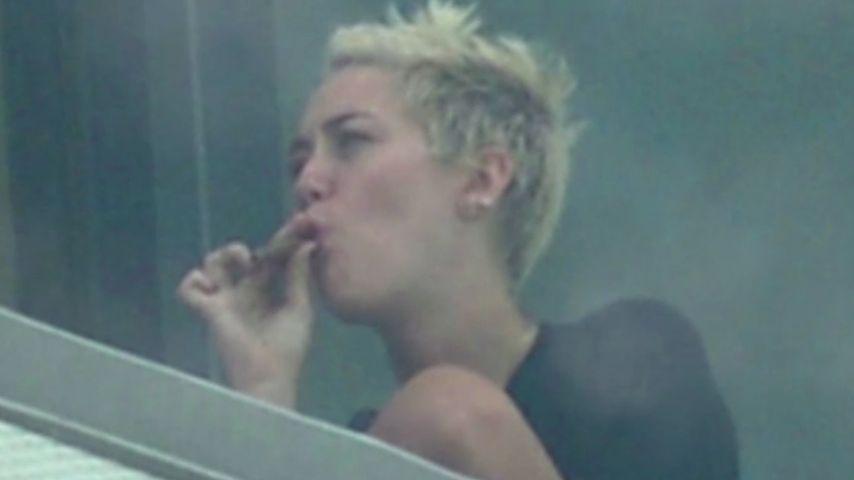 Miley Cyrus kifft lieber als zu trinken