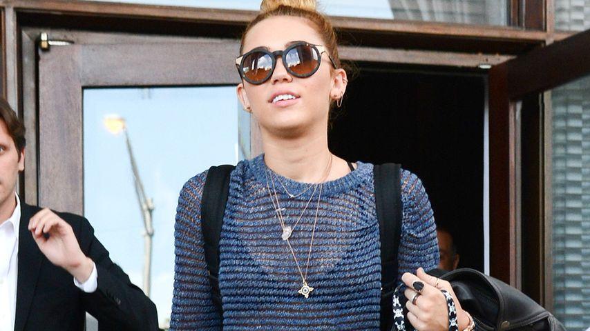 Gewagt? Miley Cyrus' BH wieder komplett sichtbar