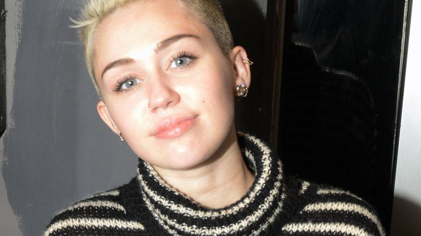 Gut eingepackt! Miley Cyrus im gestreiften Rolli