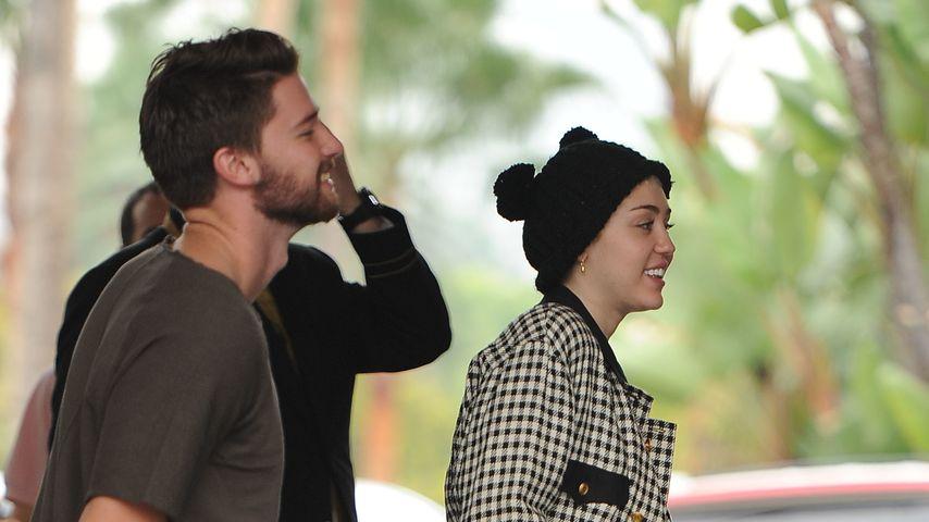 Happy! Muster-Miley Cyrus & Patrick trotzen Krise
