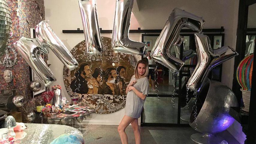 Miley Cyrus vor Miley-Ballons  auf Instagram