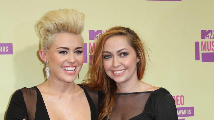 Miley und Brandi Cyrus bei den MTV Video Music Awards, 2015