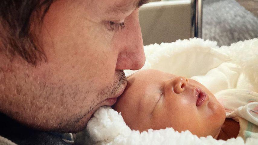 Milla Jovovichs Mann Peter mit ihrer gemeinsamen Tochter Osian im Februar 2020