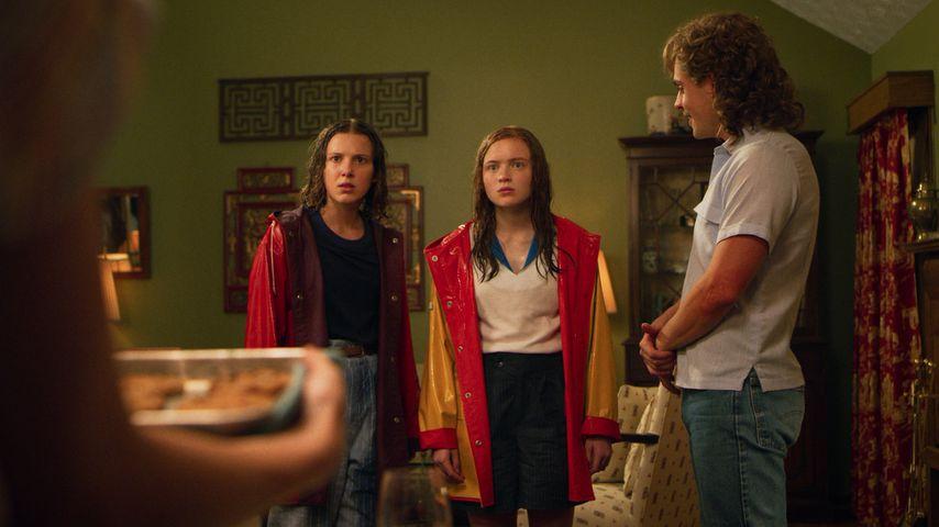 "Millie Bobby Brown, Sadie Sink und Dacre Montgomery in ""Stranger Things 3"""