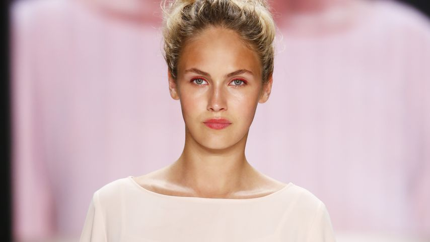Model Elena Carrière bei der Mercedes-Benz Fashion Week Berlin 2016