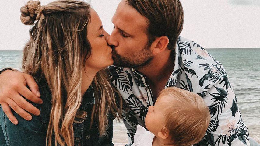 Mona Stöckli mit Freund Peter und Tochter Clea am Strand, September 2019