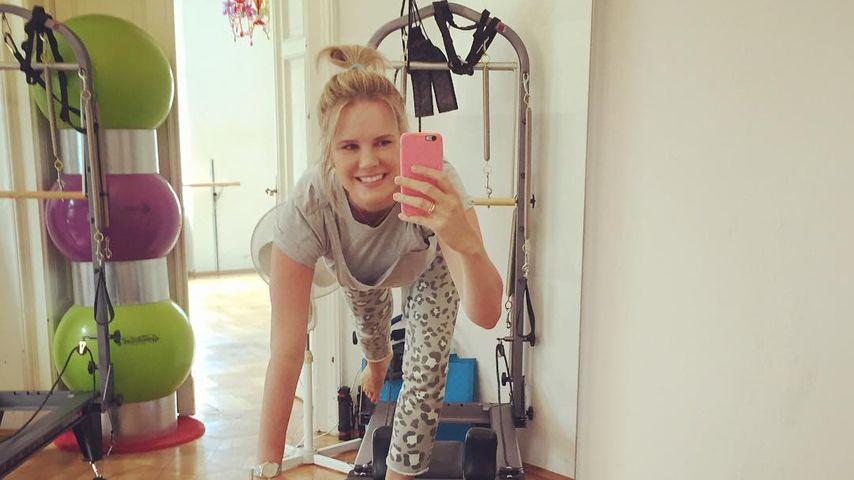 Beim Pilates: Monica Ivancan witzelt über eigene Handysucht