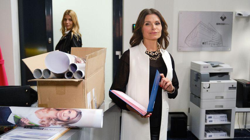 """Monika (Isabel Vollmer) und Britta (Tabea Heynig) in einer """"Unter uns""""-Szene"""