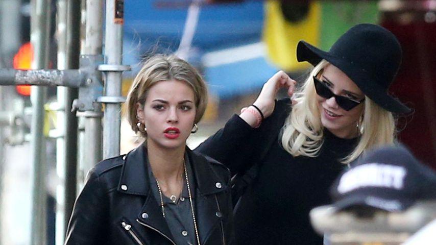 """Nadine und Julia P. am Set von """"Germany's next Topmodel"""""""