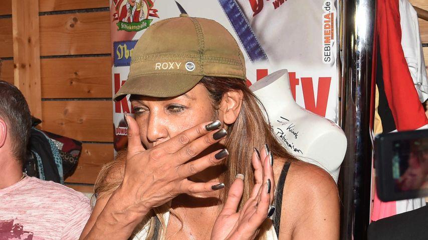 """Nadja Abd el Farrag bei einem Auftritt in """"Krümels Stadl"""" auf Mallorca"""
