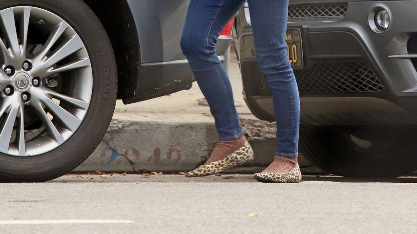 Natalie Portmans ungewöhnliche Schuh-Socken-Kombi