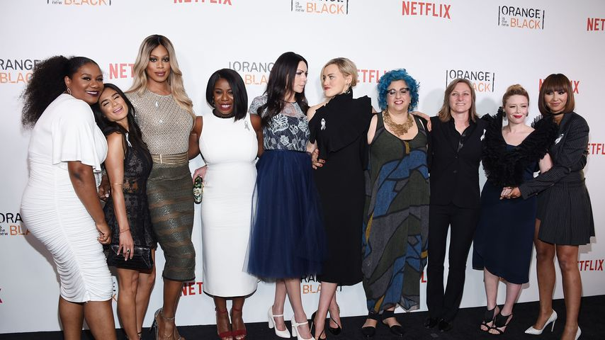 "Natasha Lyonne mit dem ""Orange is the New Black""-Cast"