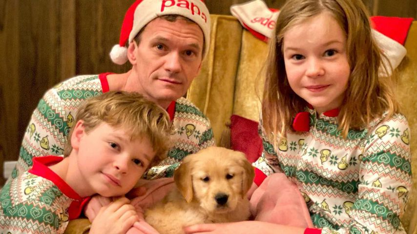 Neil Patrick Harris mit seinen Kindern Harper und Gideon und dem neuen Hund Ella