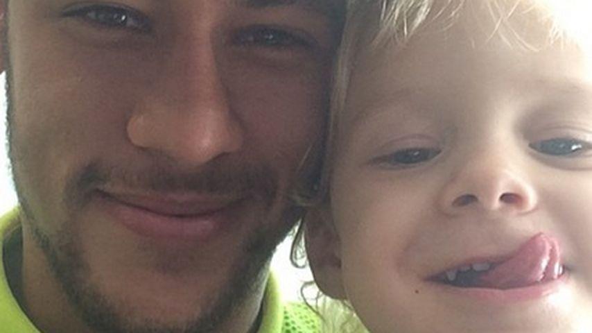Süß! Dieser kleine Blondschopf ist Neymars Sohn