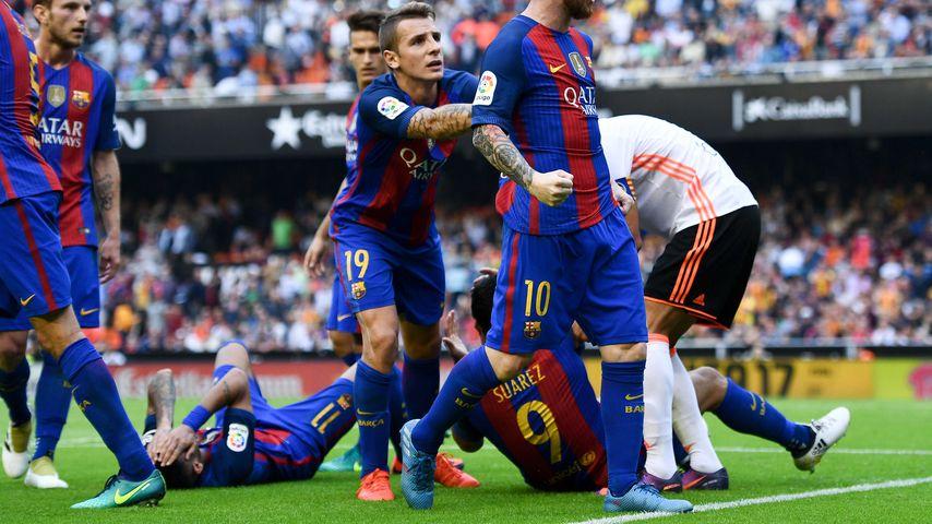 Schmerzhafter Sieg: Fan wirft Flasche auf Barca-Star Neymar
