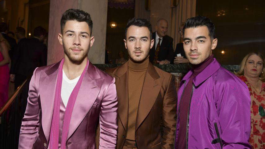 So witzig gratulierten Jonas Brothers Kevin zum Geburtstag!