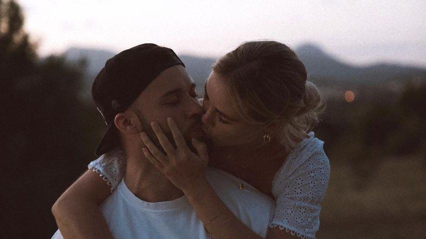 Zum Hochzeitstag: Liz Kaeber teilt Turtel-Pic mit ihrem Nick
