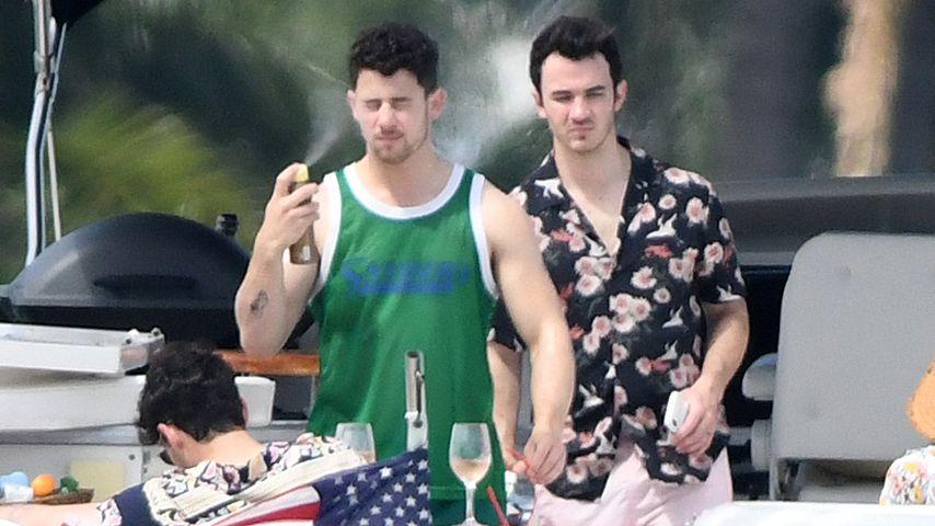 Nick und Kevin Jonas im Miami-Urlaub 2019
