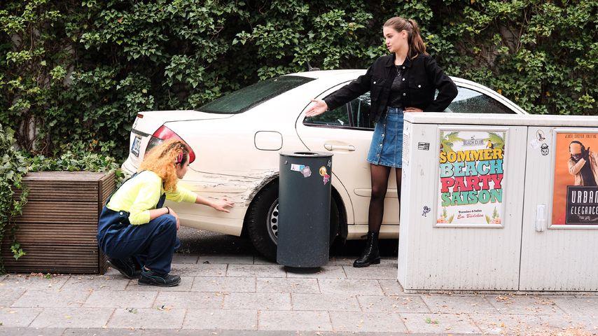 """Nika (Isabelle Geiss) und Leni (Josephine Becker) in einer """"Unter uns""""-Szene"""