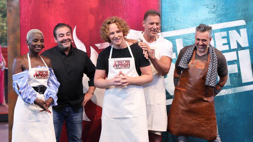 "Nikeata Thompson, Juan Amador, Michael Schulte, Ralf Möller und Roland Trettl bei ""Grill den Profi"""