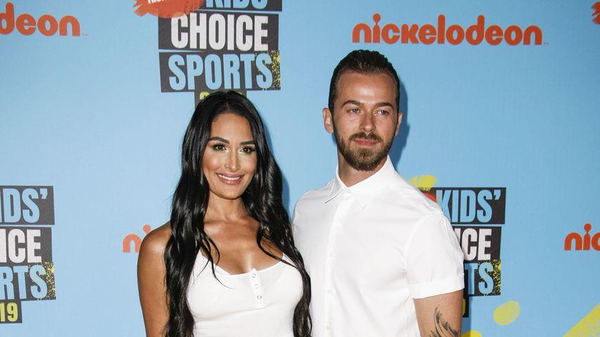 Nikki Bella und ihr Mann Artem , TV-Stars